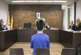 Youtuber é condenado a prisão após humilhar morador de rua
