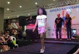 ADOÇÃO NA PASSARELA: Evento expõe crianças que aguardam adoção como se fossem mercadorias em vitrines de loja