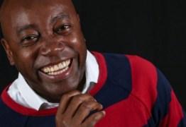 Após demissão, ator detona novela do SBT: 'Não mostra diversidade'
