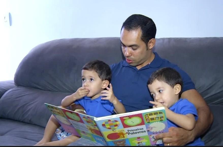 """Capturar 30 - Para 26% dos brasileiros, pai que fica em casa com filhos é """"menos homem"""""""