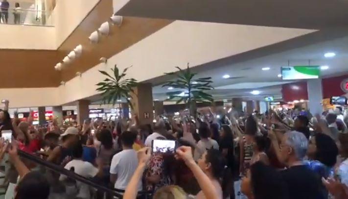 Capturarj - Manifestantes fazem 'Lulaço' na Praça da Alimentação do Shopping Manaíra - VEJA VÍDEO