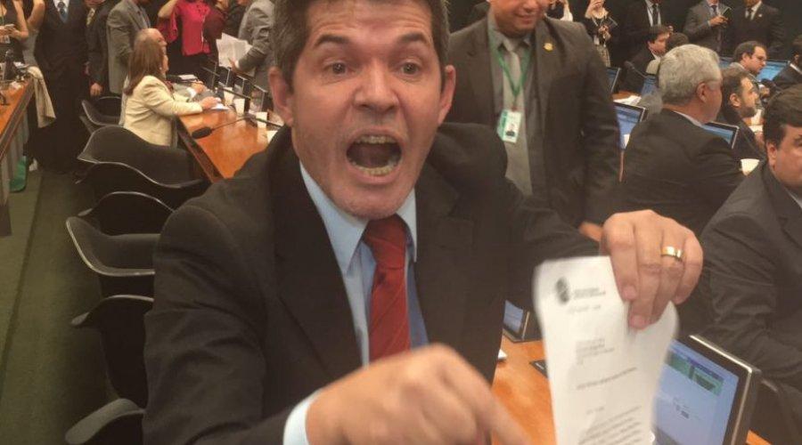 IMAGEM NOTICIA 1 - 'A BAHIA É UM LIXO': afirma Delegado Waldir, líder do PSL, na Câmara - VEJA VÍDEO