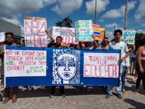 Protesto em Rio Tinto 300x225 - PARAÍBA PELA EDUCAÇÃO: Estudantes, professores e funcionários protestam contra corte no orçamento das instituições federais
