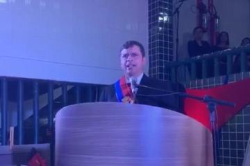 CABEDELO: Vitor Hugo toma posse prometendo 'honrar cada voto'