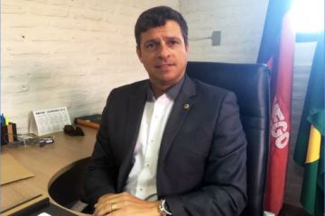 Vitoy - Vítor Hugo toma posse na prefeitura de Cabedelo com equipe renovada