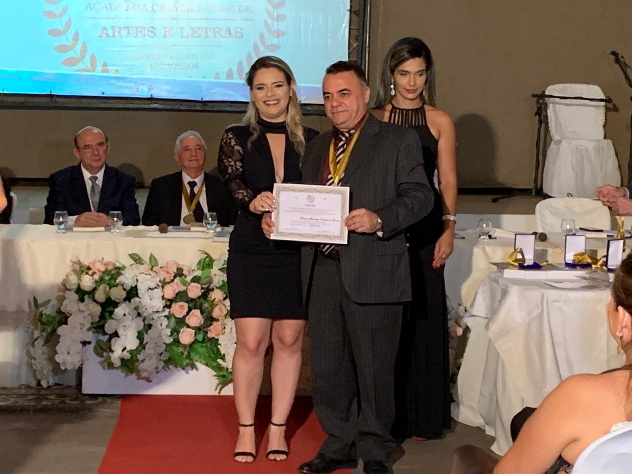 WhatsApp Image 2019 05 24 at 21.07.03 1 - Gutemberg Cardoso é empossado membro da Academia Cajazeirense de Artes e Letras
