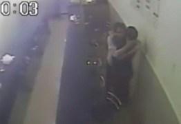 Imagens de segurança revelam que suspeito de matar radialista abraçou e pagou conta da vitima minutos antes de atirar