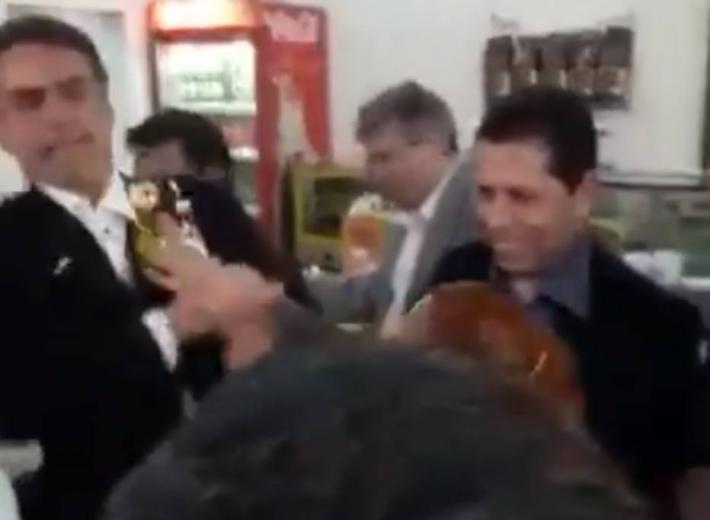 alana ovada - Estudante que deu ovada em Bolsonaro vai pagar multa de R$ 499 para evitar processo