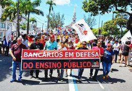 Bancários vão às ruas em defesa do ensino público e contra a Reforma da Previdência