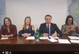 Bolsonaro veta emenda do PT para transporte gratuito de bagagem em voos: 'Eles gostam de pobre' – VEJA VÍDEO