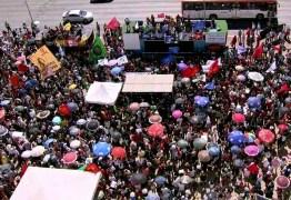 PROTESTOS PELO BRASIL: 17 estados e DF registram atos em defesa da educação