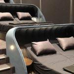 cinema suica1 1200x545 c - Conheça o cinema que substituiu assentos convencionais por cama de casal