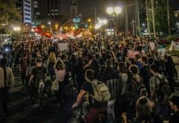 'FORA BOLSONARO': presidente é recebido em Curitiba com protesto de centenas de pessoas – VEJA VÍDEO