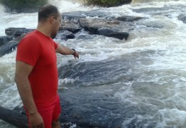 Homem cai e desaparece ao fazer selfie com amigos em cachoeira