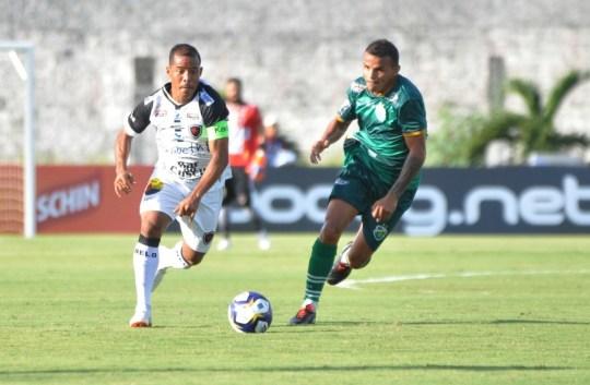 dsc 0732 13yLMGb 300x196 - Marcos Aurélio treina com bola, mas ainda é dúvida para encarar o Fortaleza pela final do Nordestão