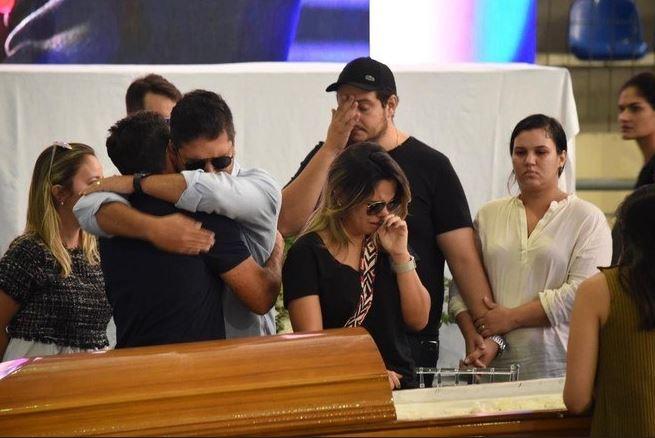 gabriel diniz - ADEUS A GABRIEL DINIZ: Fãs, familiares e amigos se despedem do cantor em João Pessoa - VEJA VÍDEO