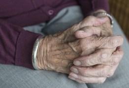 Idosa de 102 anos é suspeita de matar vizinha de quarto de 92 anos