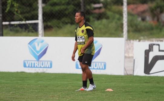img 0828 KFdjNQv 300x185 - Marcos Aurélio treina com bola, mas ainda é dúvida para encarar o Fortaleza pela final do Nordestão