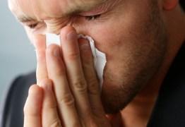 Chá antialérgico põe fim aos olhos lacrimejando, nariz coçando e espirros