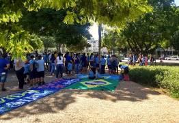 Movimento de direita leva crianças e adolescentes de escolas públicas em protesto contra o aborto