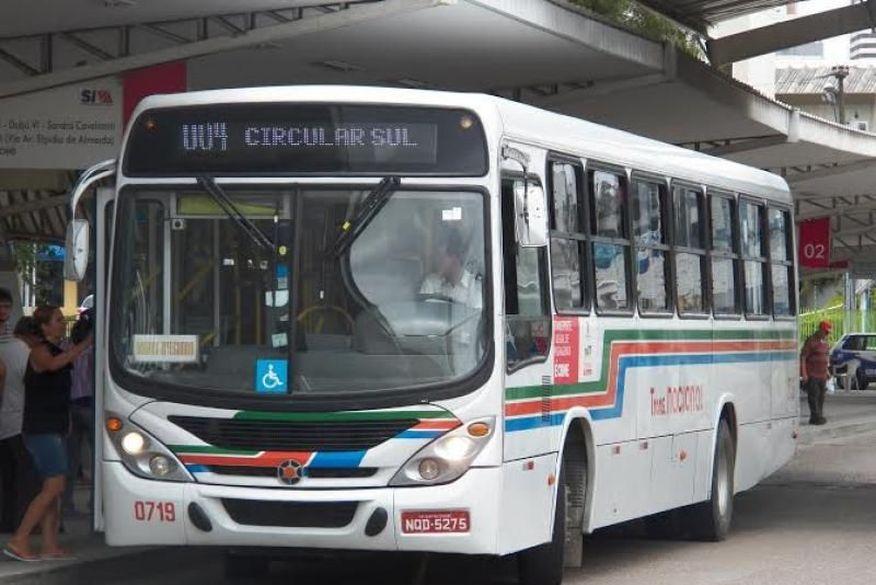 onibus - Motorista de ônibus fica ferido após reagir a assalto