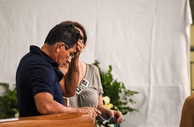 pai gabriel - ADEUS A GABRIEL DINIZ: Fãs, familiares e amigos se despedem do cantor em João Pessoa - VEJA VÍDEO