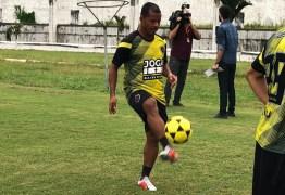 Piza fecha treino e faz mistério sobre escalação do Botafogo-PB; Marcos Aurélio treina normal