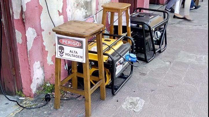 terceirão - DE LUZ APAGADA: Comerciantes do Terceirão sofrem com prejuízos após corte de energia