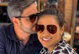 Em viagem, Simone posta foto romântica com marido após polêmica