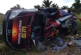 Van da equipe de Wesley Safadão capota no Maranhão