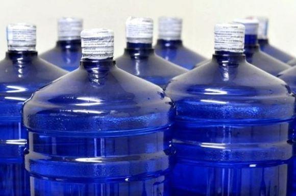 vasilhame 300x199 - Vasilhame de água natural de 20 litros agora é obrigado ter selo fiscal com 'tarja azul', na Paraíba