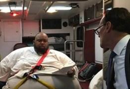 Ambulância é transformada em sala de tribunal para obeso mórbido ouvir sua sentença
