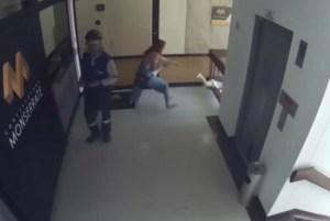 1 filho 11755488 300x201 - Mãe salva filho de queda do quarto andar de prédio - VEJA VÍDEO