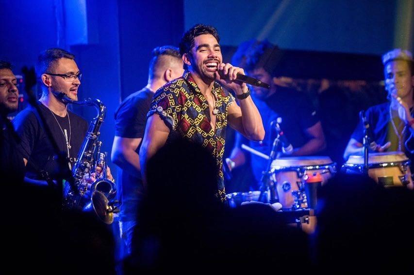 MAIOR SÃO JOÃO DO MUNDO: Banda de Gabriel Diniz toca em Campina Grande para homenagear o cantor