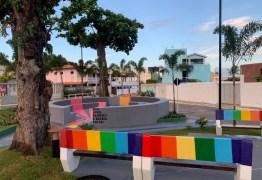 'Pracinha dos Gays': Cidade chama atenção com praça inspirada na temática LGBT