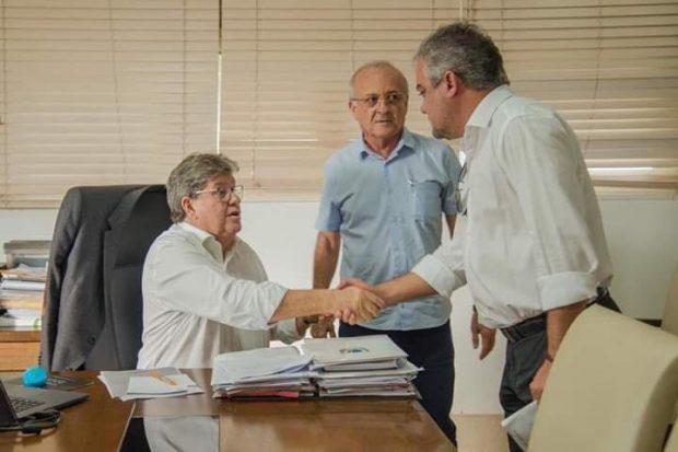 61860786 361002017889508 9088358584558813184 n 620x413 1 - Prefeito de Alhandra garante novos investimentos para cidade em reunião com governador