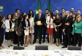 CAFÉS DA MANHÃ: Bolsonaro recebeu 100 jornalistas de 42 veículos em menos de 4 meses, no Planalto