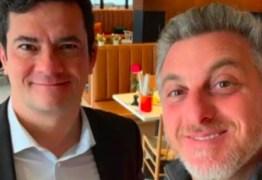 ARREPENDIDO? Após mensagens vazadas Luciano Huck apaga fotos com Moro de suas redes sociais