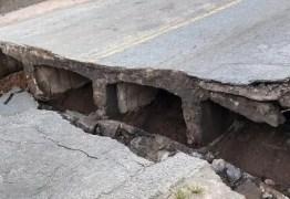ESTRUTURA: Ponte que liga Santa Rita a Cruz do Espírito Santo rompe após fortes chuvas