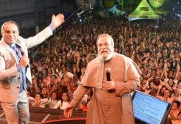 Pe. Nilson e Pe. Antônio Maria fazem show 'Acenda Uma Luz'; TV Arapuan vai transmitir