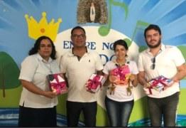 """Equipe da deputada Edna Henrique visita unidades de ensino e entrega kits do programa """"Legislação para Todos"""""""