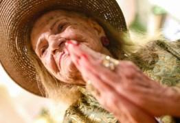 Música que rejuvenesce: Vó Pifa, aos 102 anos, lança primeiro disco