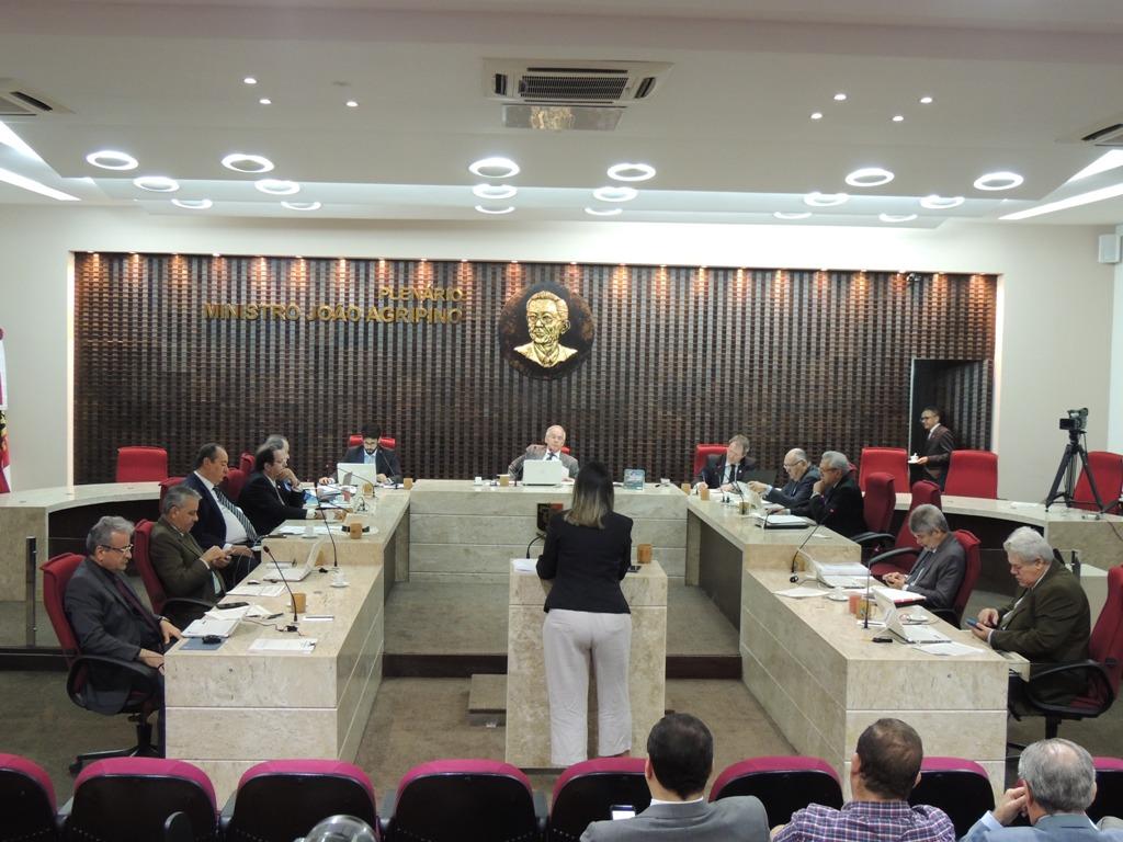 SESSÃO DO PLENOa 05 06 19 - Excesso de contratações de servidores:TCE reprova contas de quatro prefeituras paraibanas
