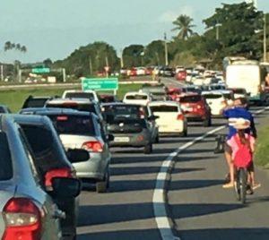 Sem título 16 300x268 - BR-230 PARADA: paraibanos enfrentam trânsito congestionado na volta do São João