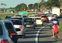 BR-230 PARADA: paraibanos enfrentam trânsito congestionado na volta do São João
