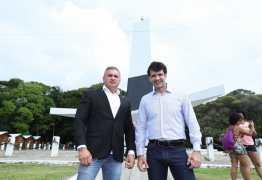 Ministro do Turismo visita Barreira do Cabo Branco e garante recursos para recuperação