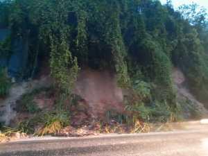 WhatsApp Image 2019 06 13 at 18.20.21 300x225 - Após chuva forte, PRF alerta para risco de desabamento de barreira no bairro Castelo Branco
