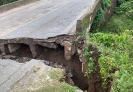 PERIGO: ponte cede entre Cruz do Espírito Santo e Santa Rita- VEJA VÍDEO