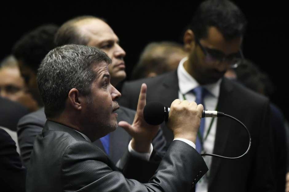 agi20190522036 - 'Qual partido aliado, tem algum?':diz líder do PSL sobre a base de Bolsonaro
