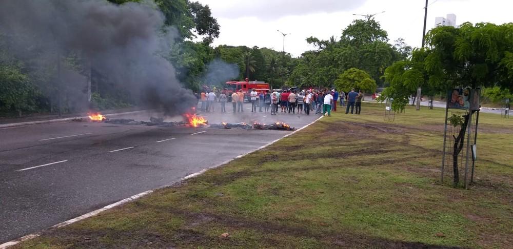 bloqueio ufpb 2  - GREVE GERAL: Manifestantes bloqueiam pontos em João Pessoa na manhã desta sexta-feira